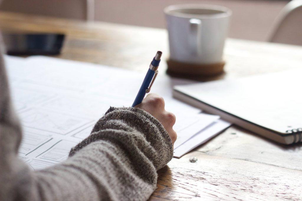 Un écrivain public Vendée écrit une lettre de motivation
